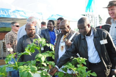 PotatoEurope 2014: African Delegation visits the K+S KALI GmbH stand